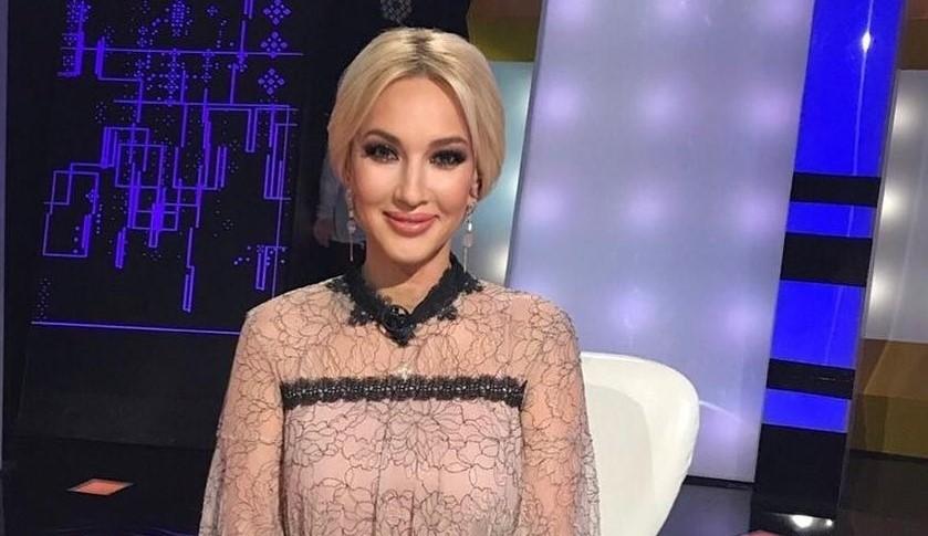Лера Кудрявцева показала фигуру в мини-платье спустя 3 месяца после родов