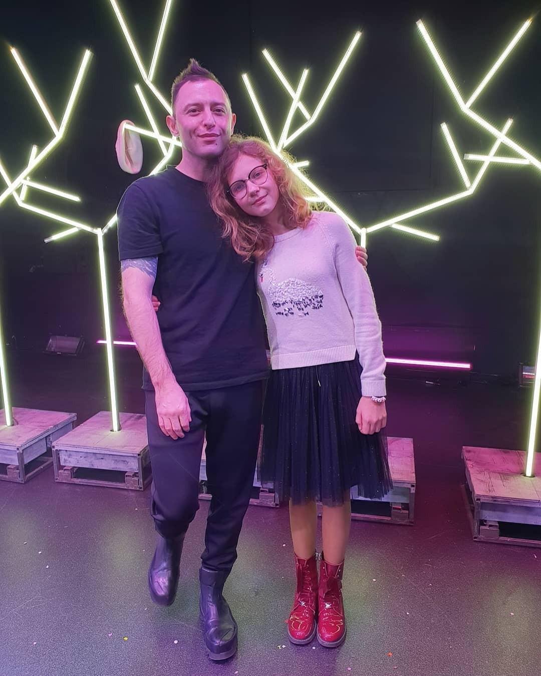 Отец и дочь посетили спектакль...