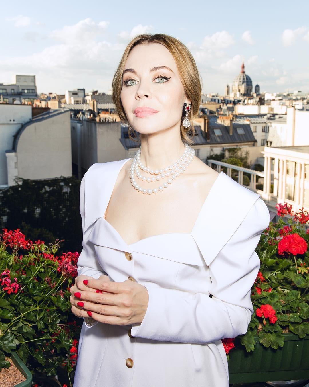 По словам самой Ульяны Сергеенко, она«всегда старалась истарается делать только то, что ей действительно нравится». Модой Сергеенко увлекалась ссамого детства, всегда тянулась кней и...