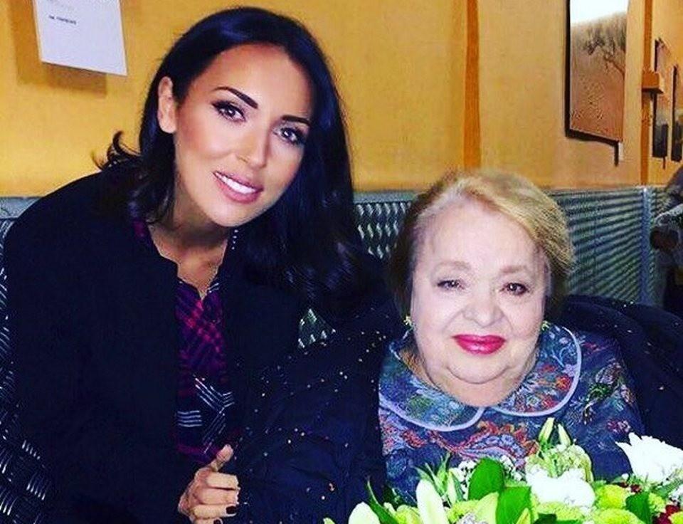 Актрисой восхищались многие звезды шоу-бизнеса. На фото: Наталья Крачковская и Алсу.