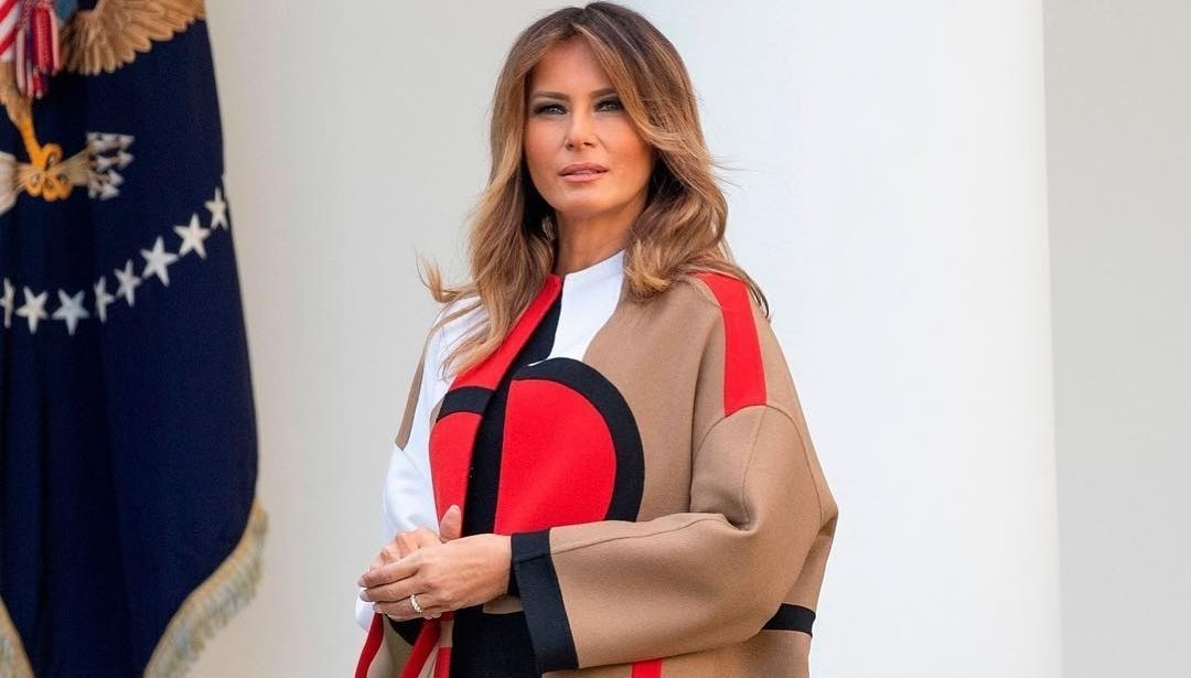 Меланию Трамп обвинили в расизме из-за платья