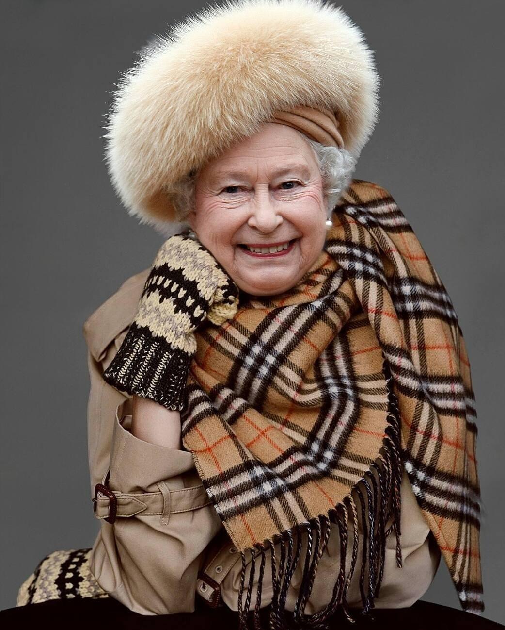 Первые ассоциации с Лондоном: королева, чаепитие «five o'clock» и, разумеется, Burberry. И если послеполуденной чай совершенно точно есть в расписании Елизаветы II, то насчет вещей от Bur...