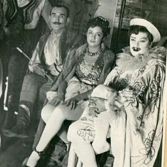 В День матери многие звезды обратились с трогательными словами к своим матерям и поделились редкими снимками. Так, например, король поп-эстрады Филипп Киркоров показал снимок из семейного...