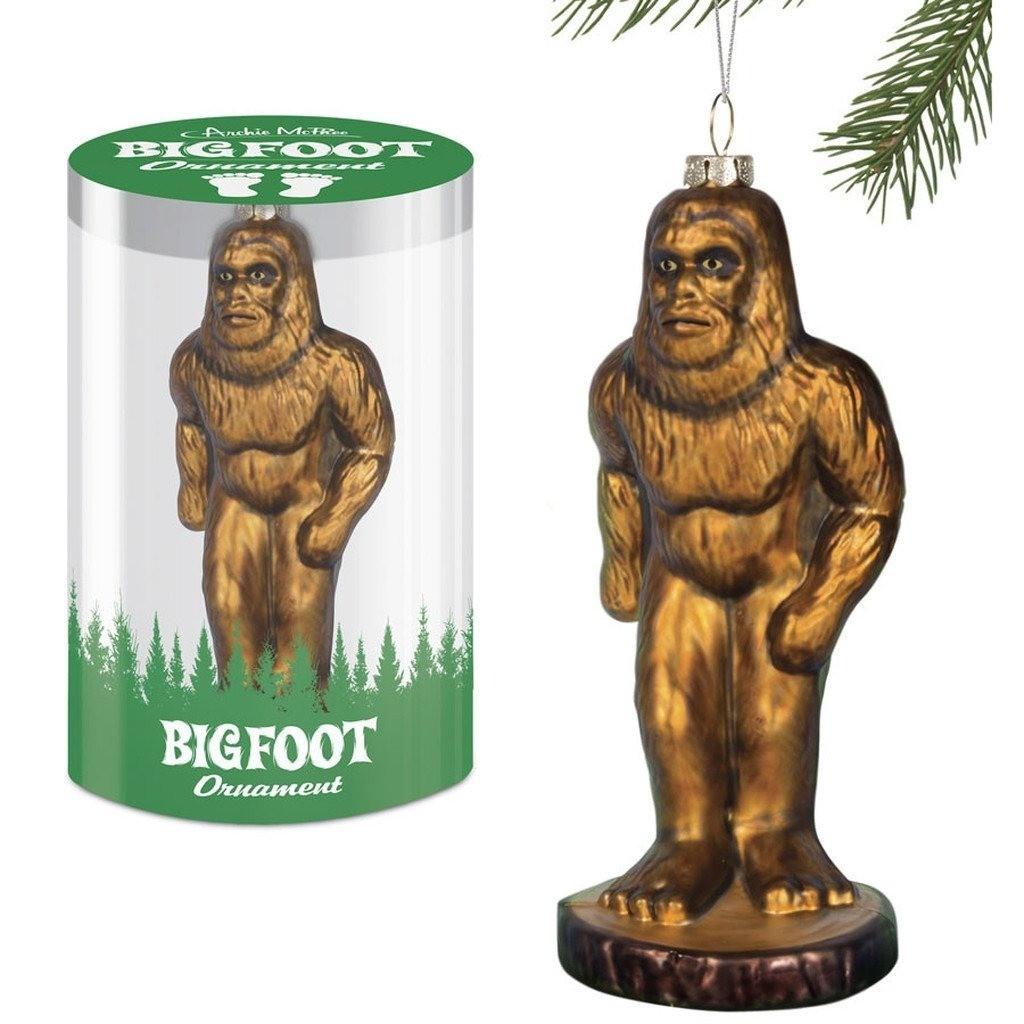 Редкая возможность посмотреть на снежного человека. Жаль, что только в виде елочной игрушки. Возможно, йети, висящий на дереве, защитит твой дом от темных сил.