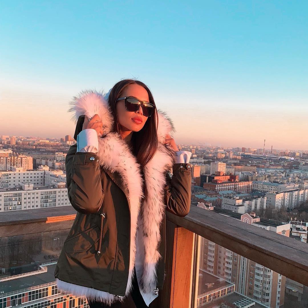 А нынешняя возлюбленная рэп-исполнителя, Анастасия Решетова, подошла к вопросу утепления иначе. Она выбрала парку со стопроцентным подкладом из кролика (тут уж точно не замерзнешь!), съем...