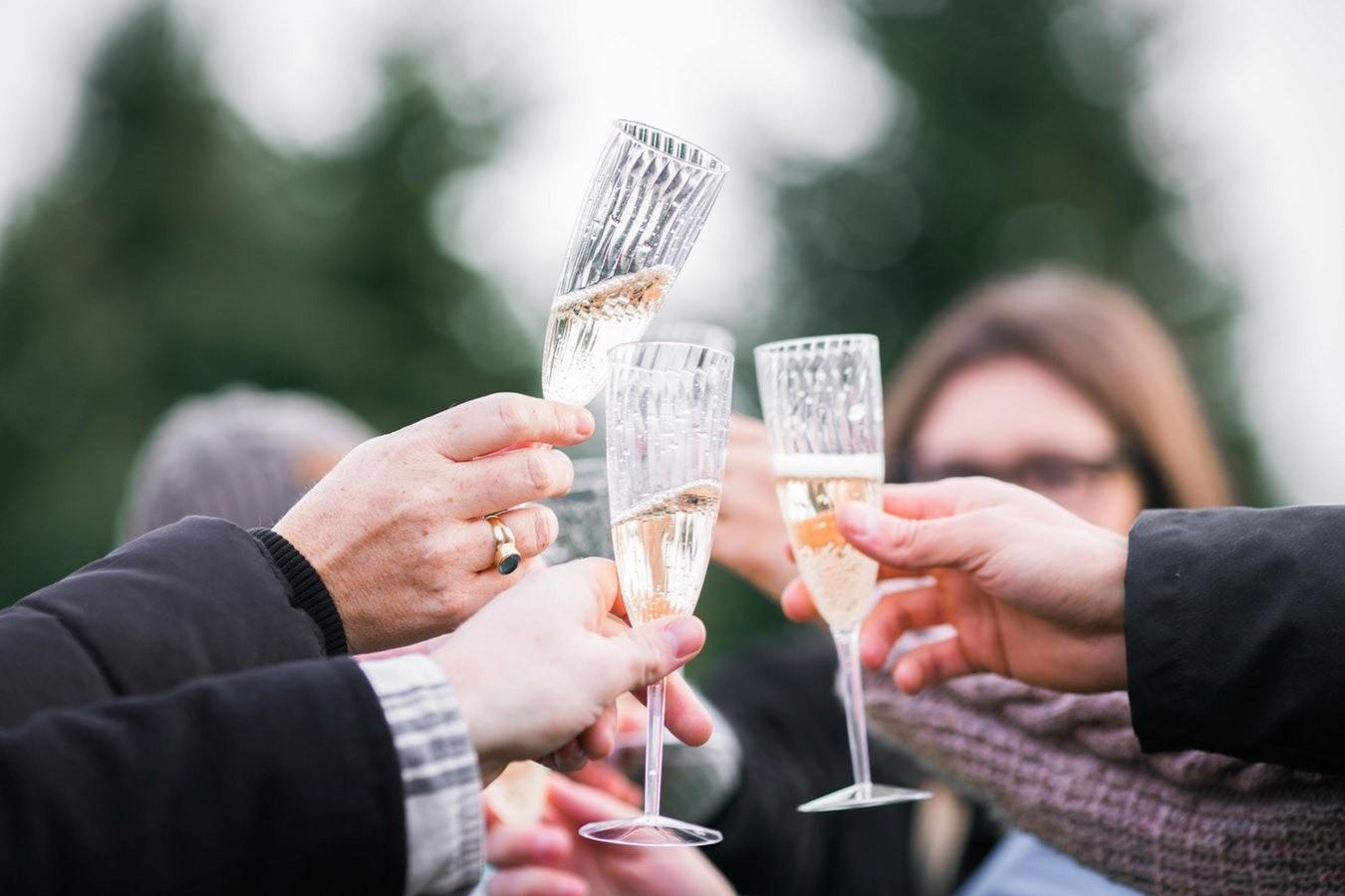 Конкурсы для корпоратива на Новый год: как сделать вечер интересным для всех