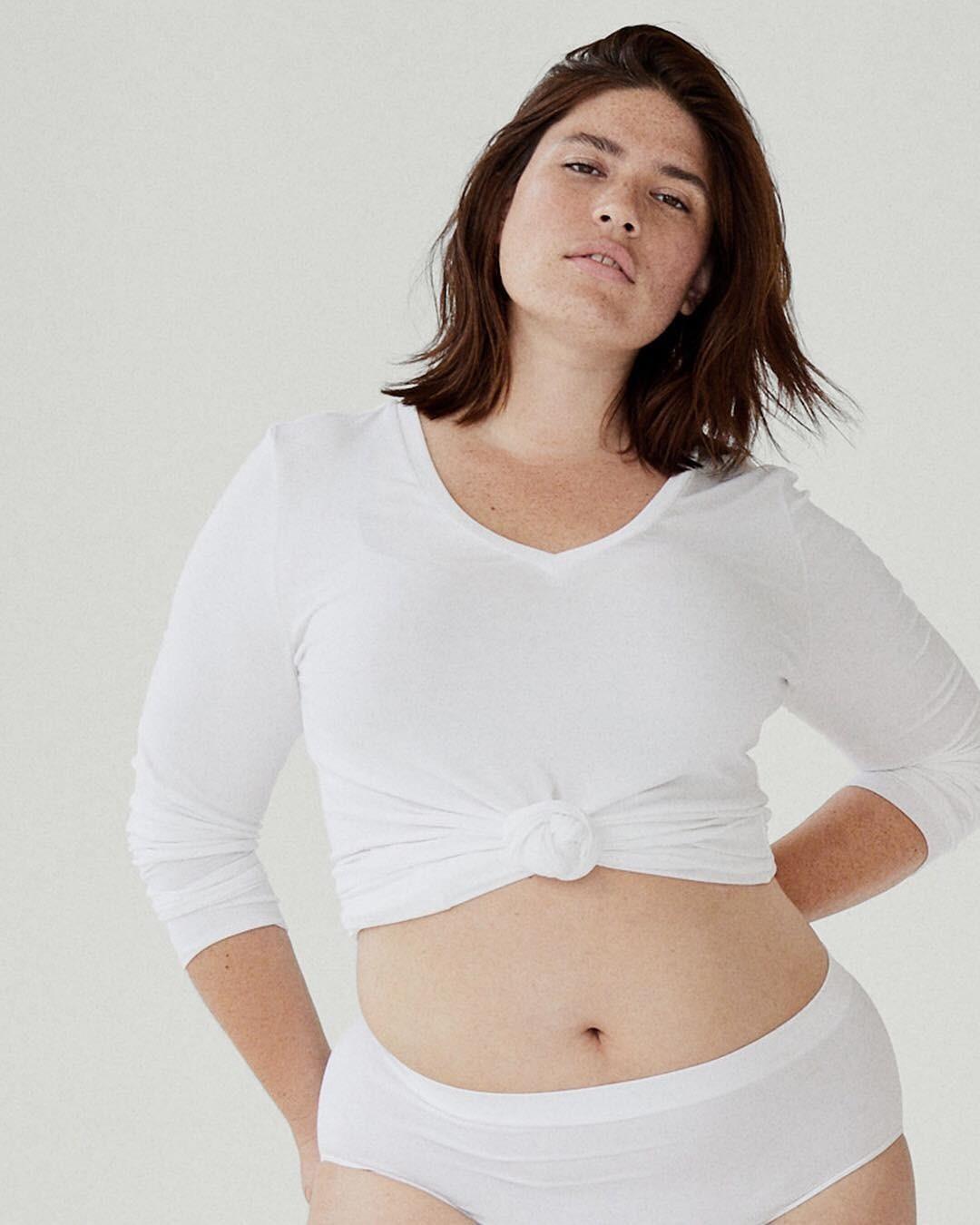 Недавно принадлежащая ей компания Goop объявила овыходе новой капсульной коллекции одежды, созданной совместно синклюзивной маркой Universal Standard.Но одежда эта непростая, а сглуб...