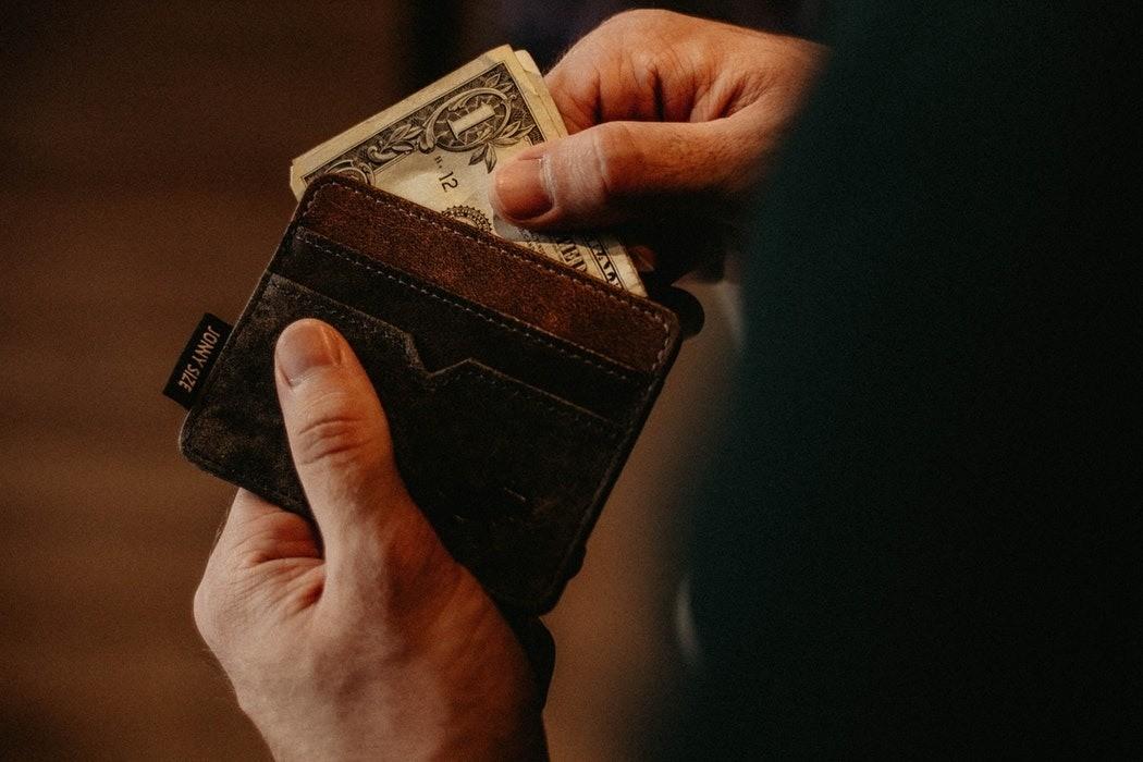 Кроме того, некоторые исследования показывают, что мужчины, которые зарабатывают сильно меньше своей жены, либо занимают менее важную должность, более склонны к неверности. Существует кат...