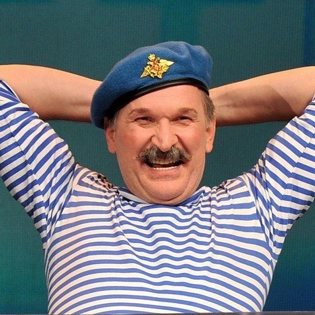 Наконец, кино распахнуло свои двери для Добронравова. Ему стали предлагать маленькие, но яркие роли большие режиссеры: сначала Урсуляк, потом Дружинина. Прорыв случился с запуском скетч-ш...