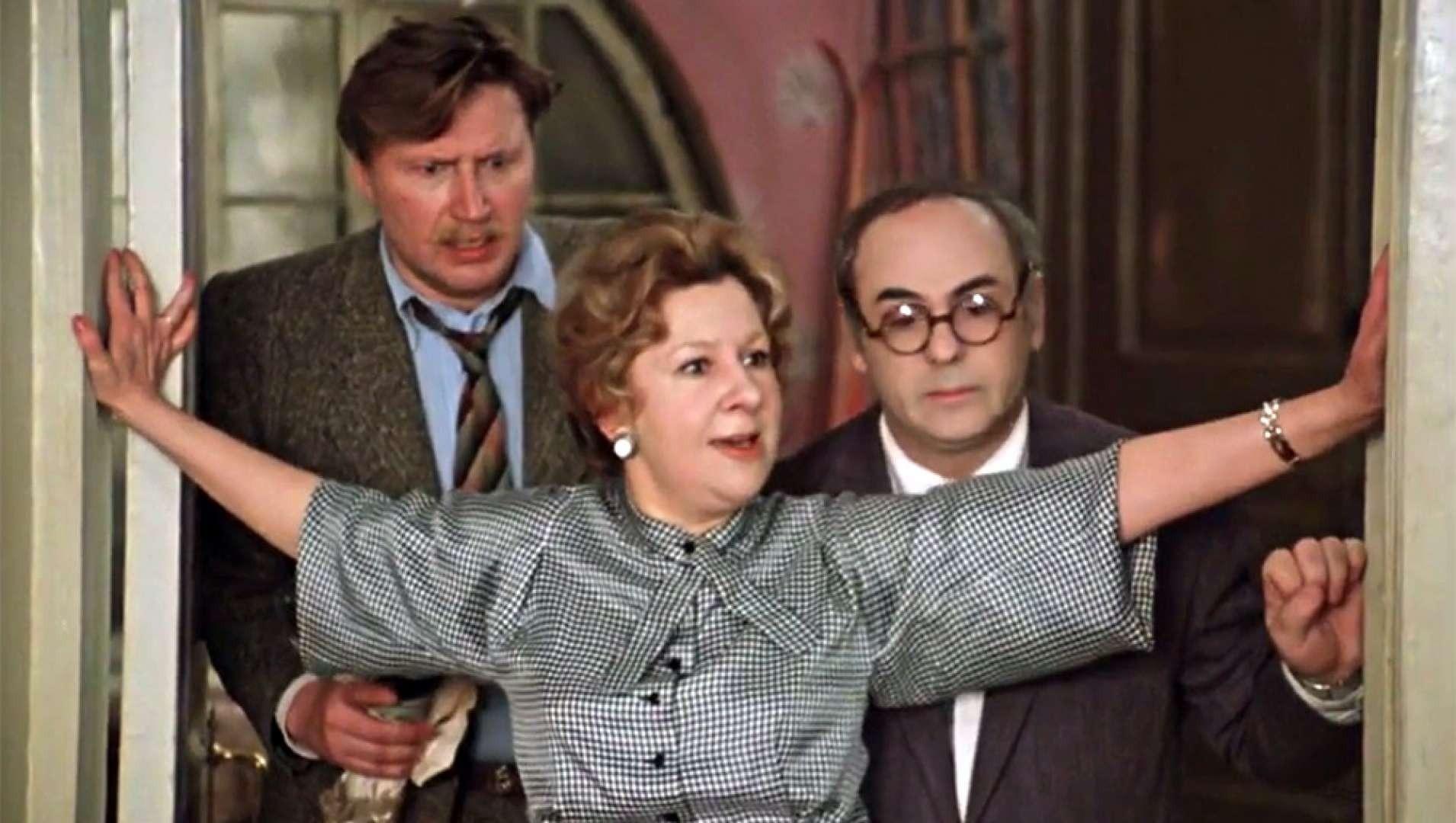 Властную Маргариту Хоботову могла сыграть Людмила Гурченко, но удача улыбнулась Ульяновой. Эта работа стала самой яркой в ее фильмографии, сделала ее узнаваемой и принесла любовь миллионо...
