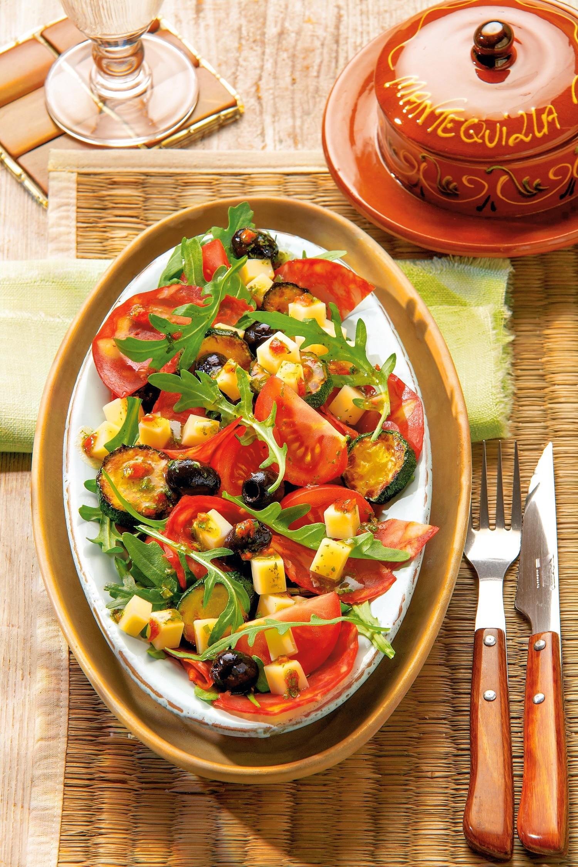 Теплый салат с цукини и сыром