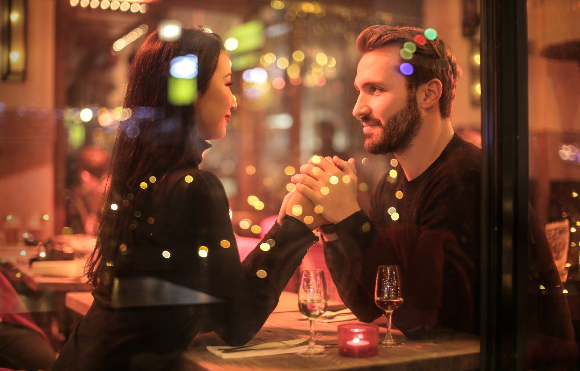 36 вопросов, чтобы влюбиться в него: узнаем неожиданные факты из жизни мужчины