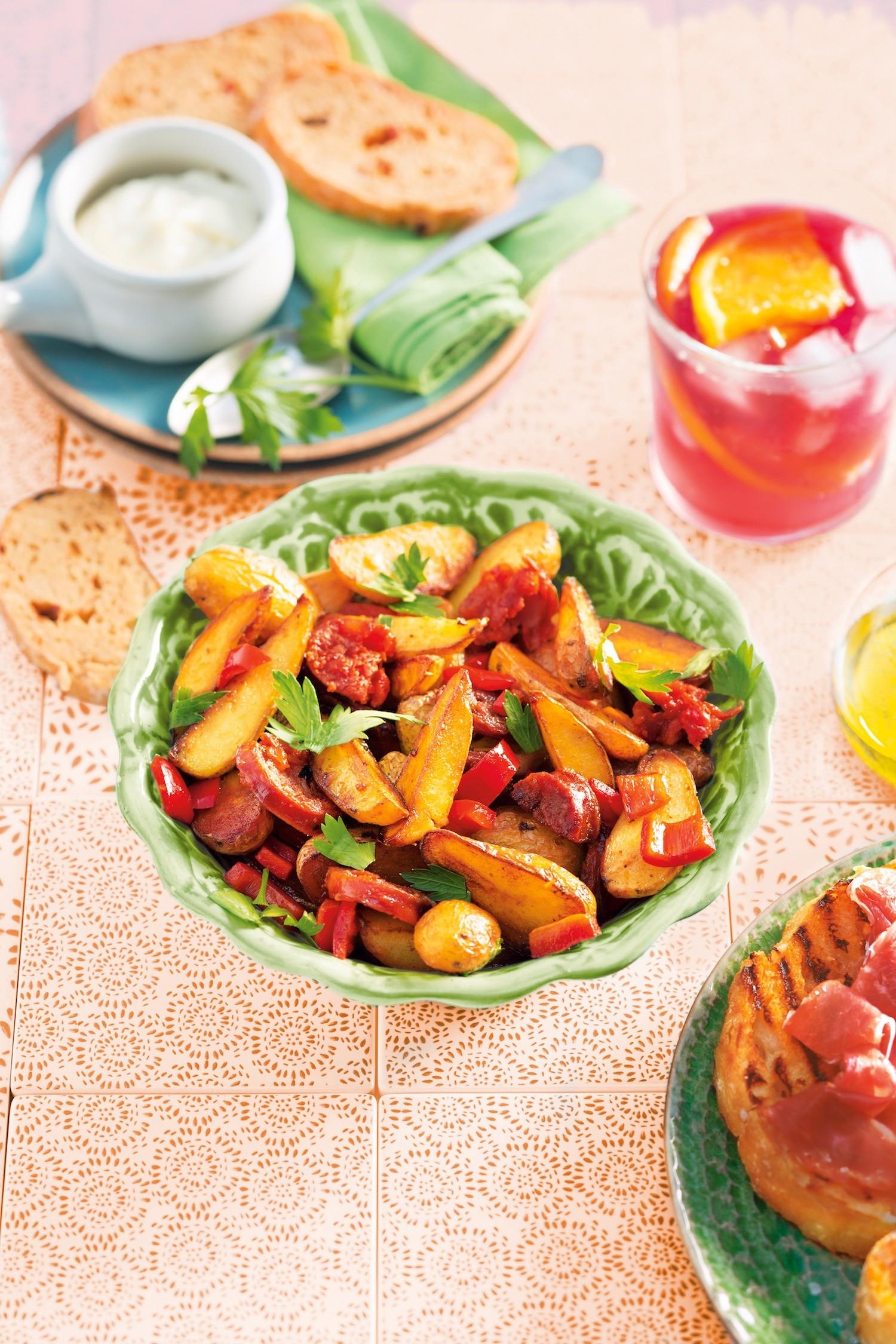 Жареный картофель с колбасой и сладким перцем