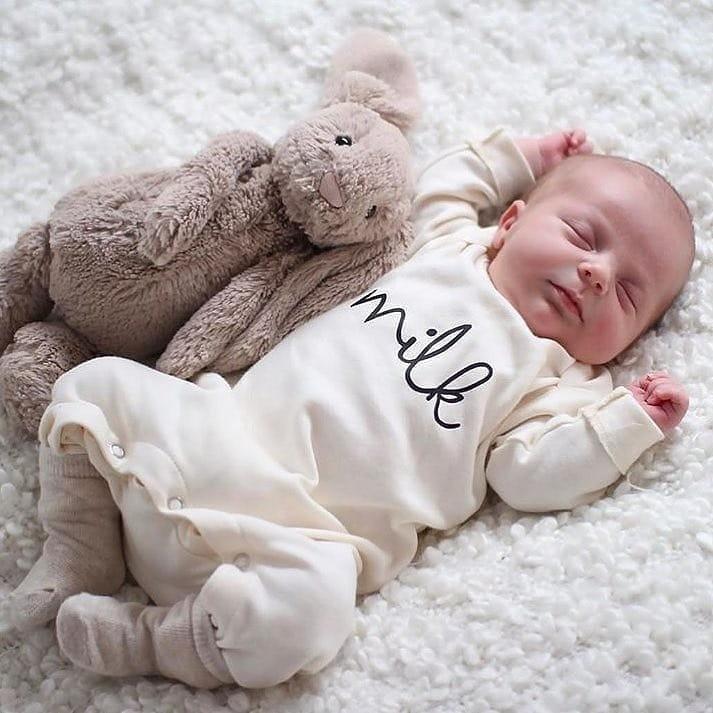 Матрасы, которые прогибаются подвесом малыша, неподходят длядетей. Младенец должен спать натвердом матрасе, желательно, чтобы он был излатекса икокосового волокна. ⠀