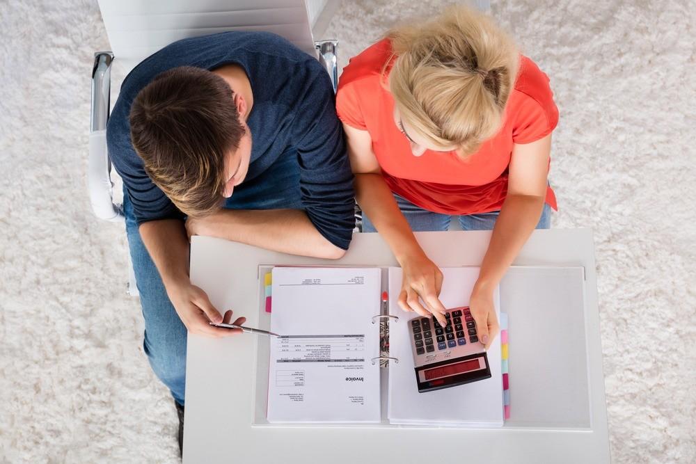 52 лайфхака, как экономить деньги при маленькой зарплате, и таблица учета расходов