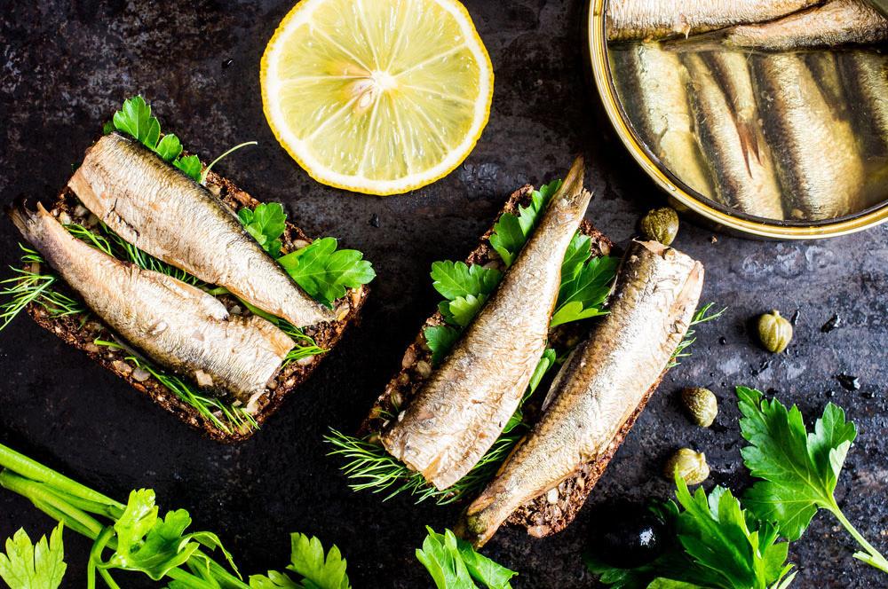Бутерброды со шпротами: рецепты с фото
