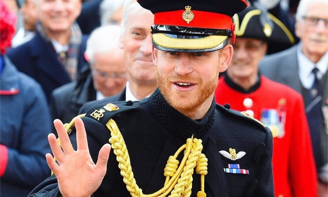 Мгновенная карма: после издевок над прической брата принц Гарри начал лысеть