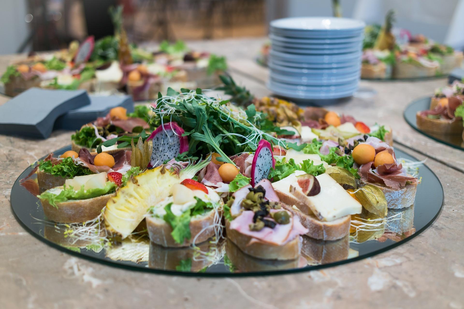11 рецептов простых и вкусных бутербродов на праздничный стол