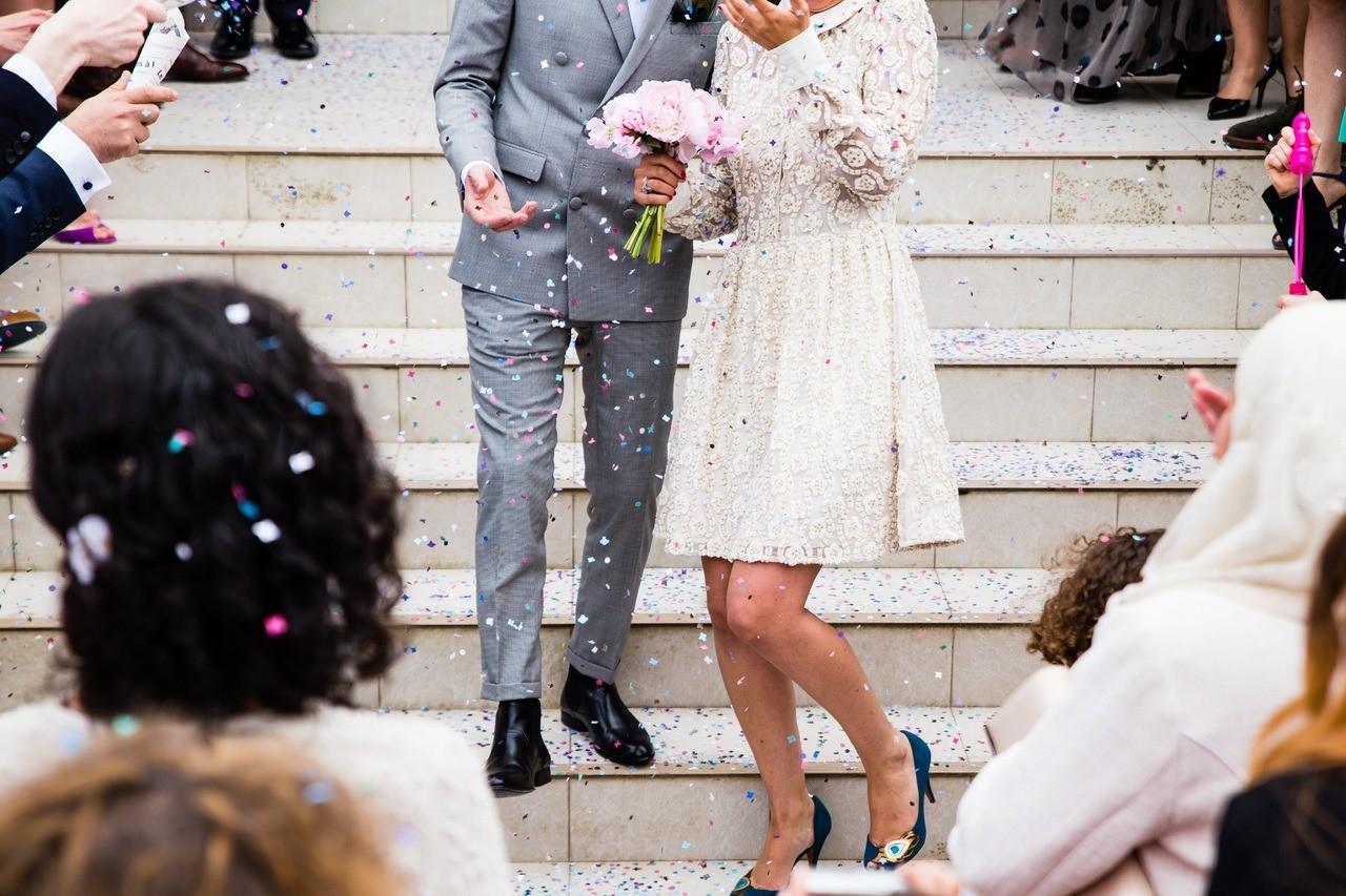 Американская невеста разделила гостей по весу и велела потратить на одежду 1000 долларов