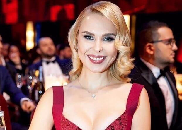 Леди в красном: Пелагея показала идеальный наряд для встречи Нового года