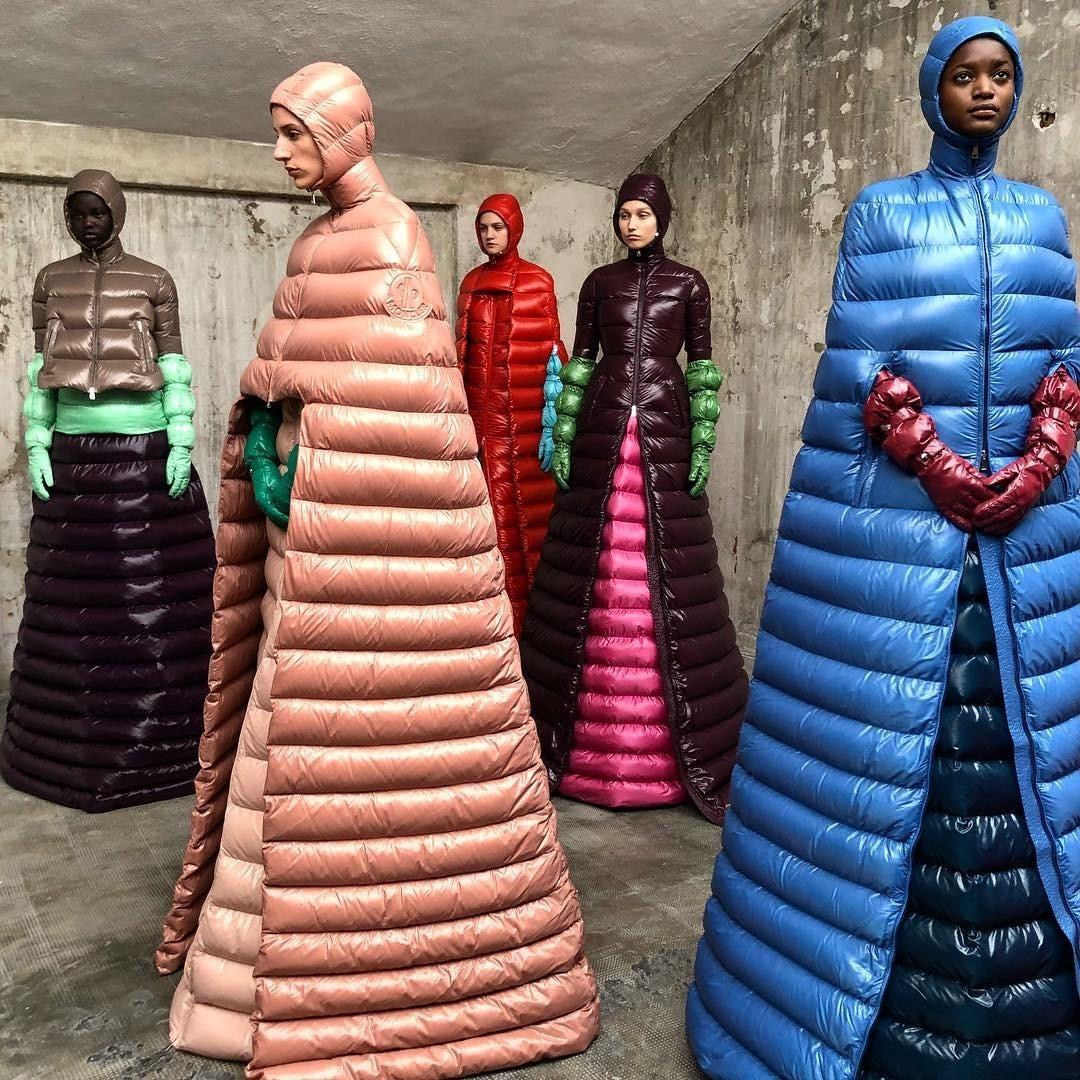 Новый тренд: диковинные платья-пуховики покорили сердца модников