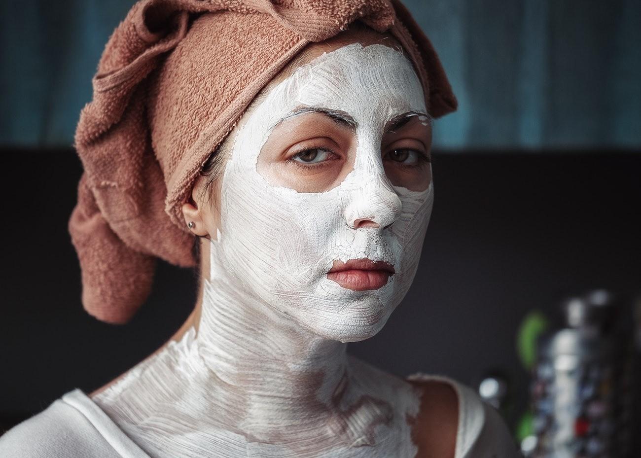 Уход за кожей зимой: как уберечь лицо от сухости и мороза