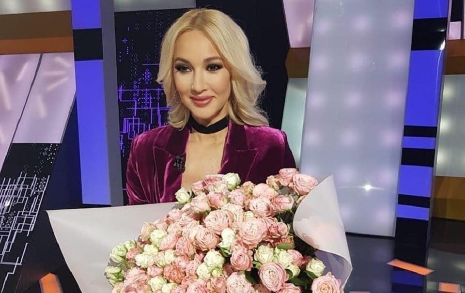 Лера Кудрявцева снялась для новогодней программы в «платье принцессы»