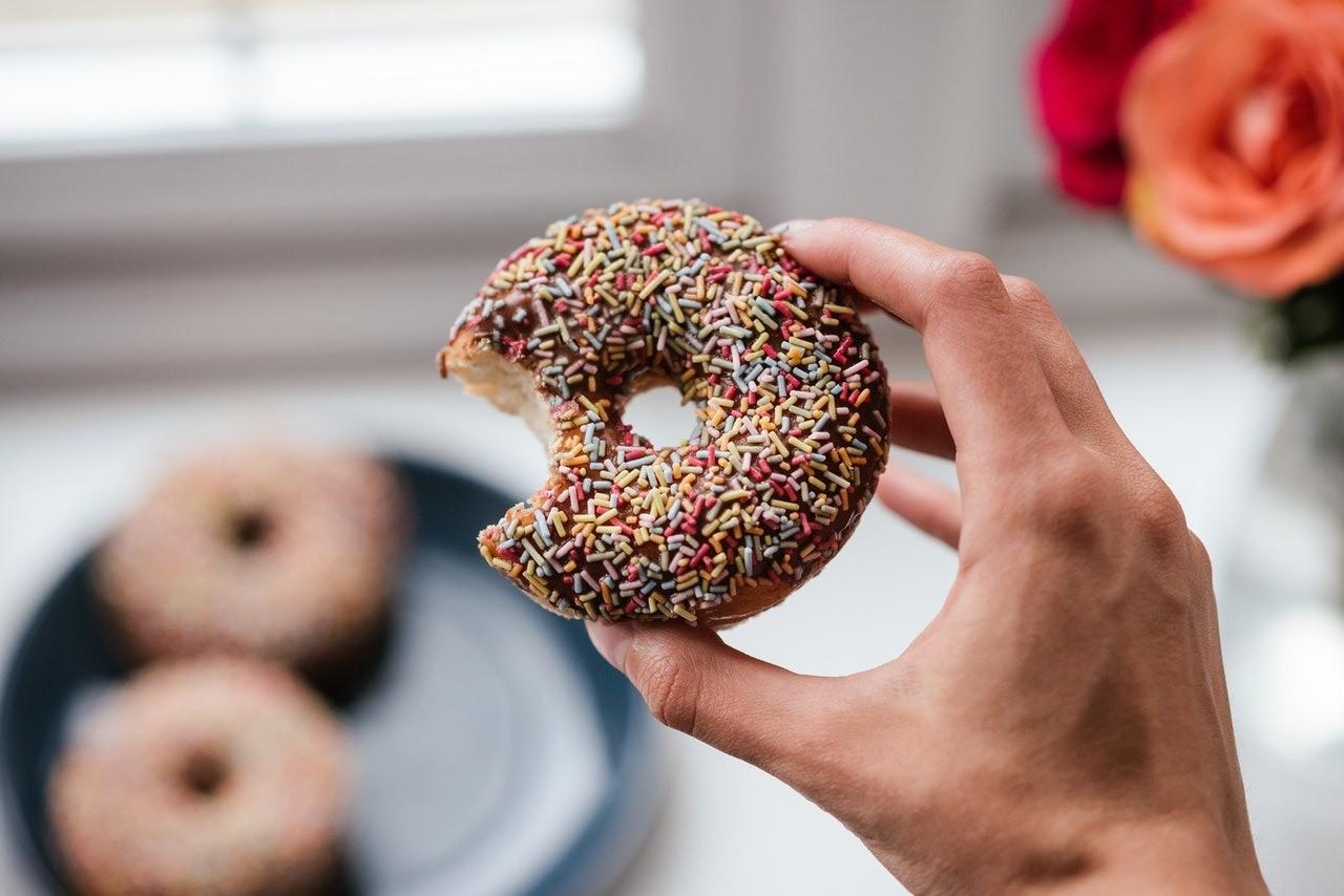 Монодиеты и экспресс-диеты к праздникам: стоит ли быстро сбрасывать вес?