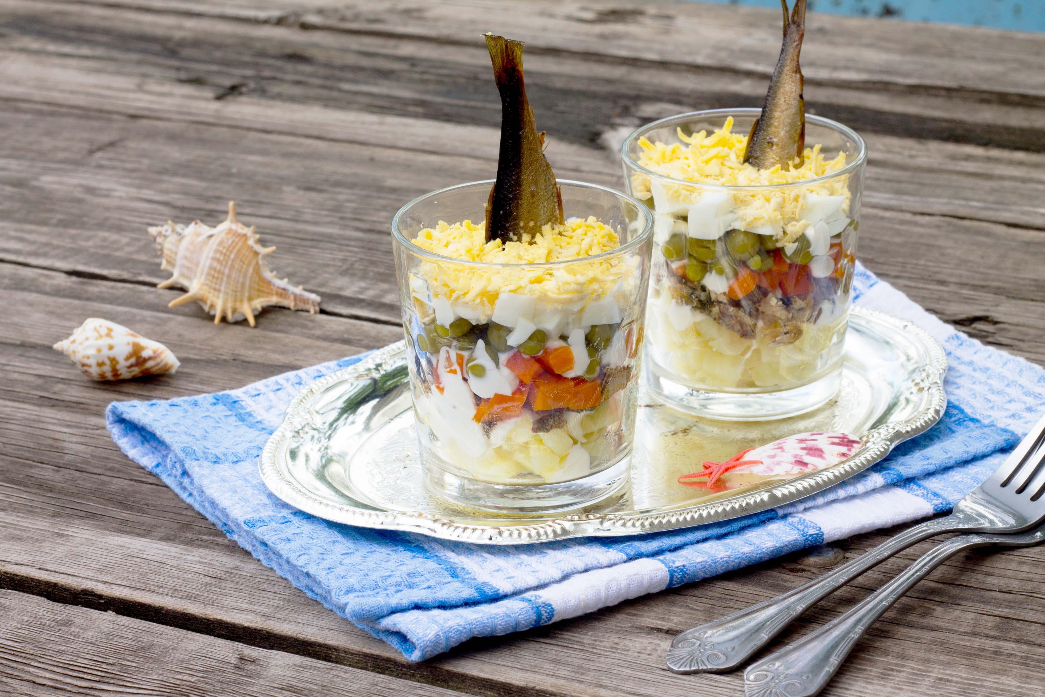 Салаты и закуски со шпротами: 6 вкусных рецептов