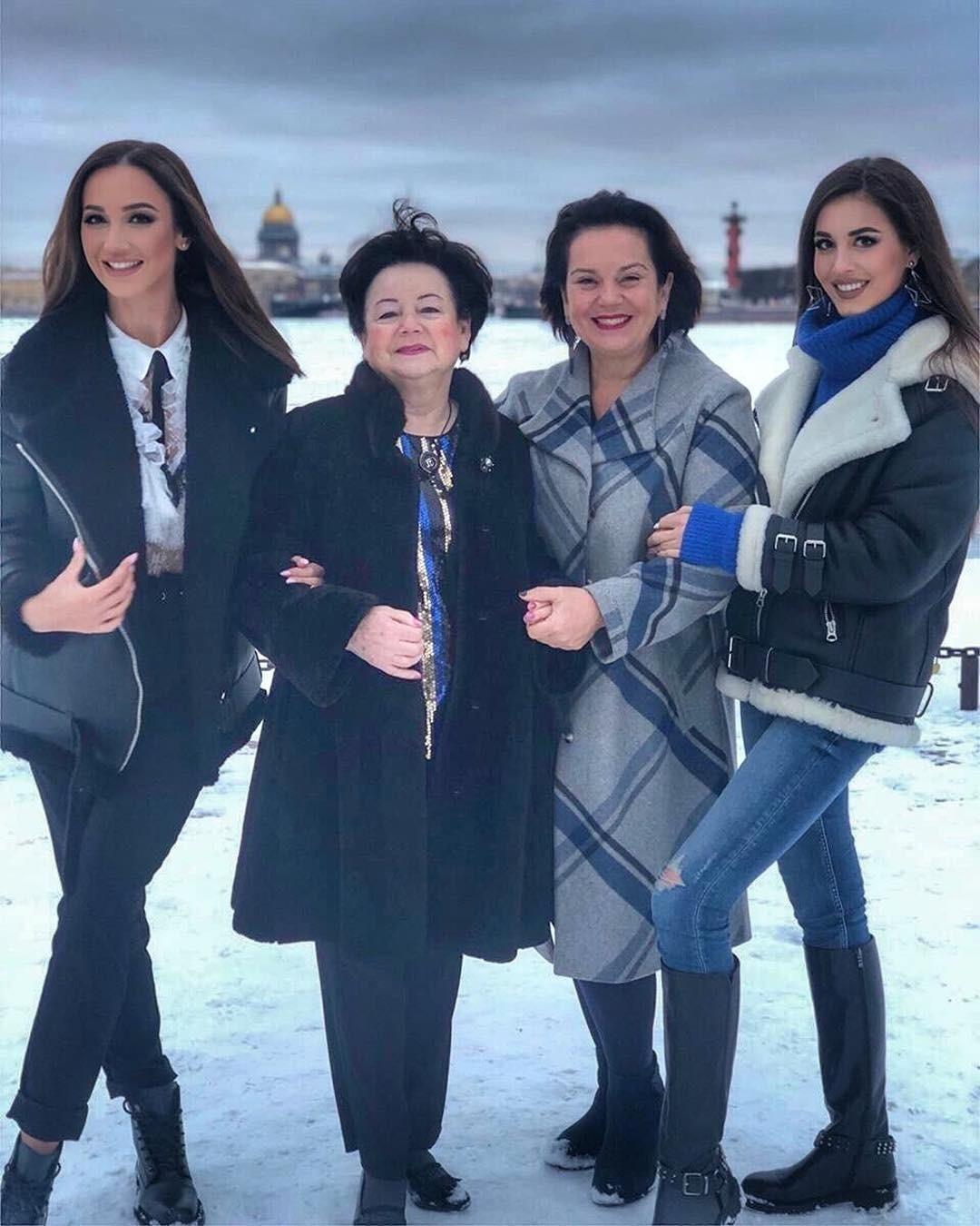 12 декабря Ольга Бузова дала большой сольный концерт с новым шоу «Принимай меня» в своем родном городе Санкт-Петербурге. Важное и волнительное для Ольги мероприятие посетили ее самые близ...