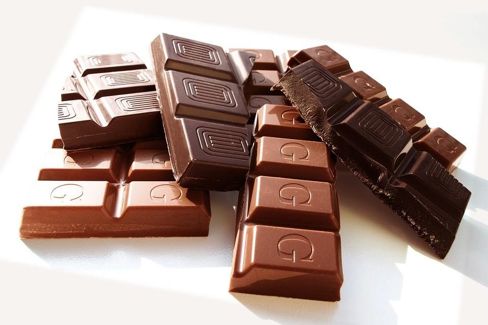 Чем полезен горький шоколад: плюсы и минусы любимого лакомства