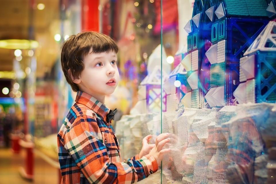 10 новогодних подарков для мальчиков на любой вкус и кошелек