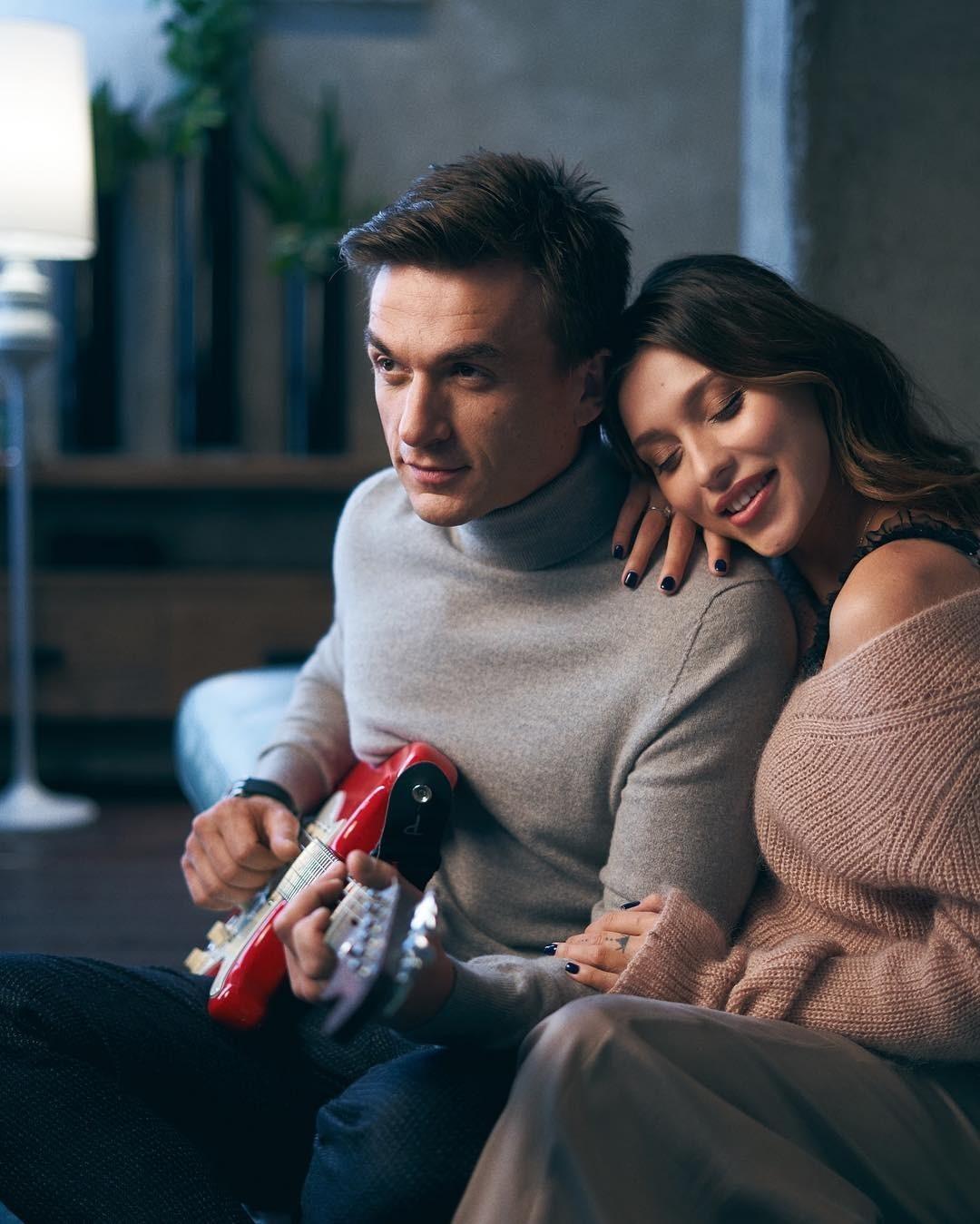 Влад Топалов показал семейное видео с супругой и маленьким сыном