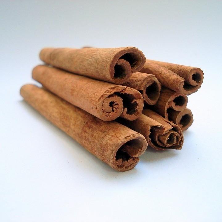 Кассия, она же китайская, фальшивая или индонезийская корица (Cinnamomum aromaticum). Изготавливается из наружной части коры китайского коричника. Содержит крахмал, который можно обнаружи...