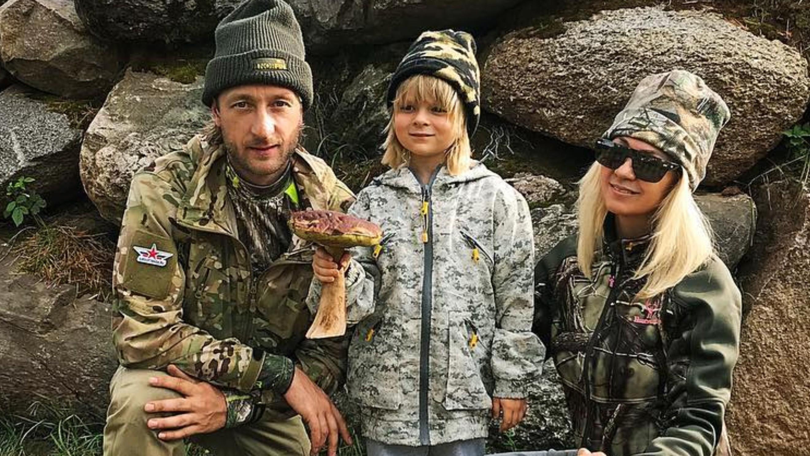 Сын Яны Рудковской и Евгения Плющенко упал на льду во время выступления