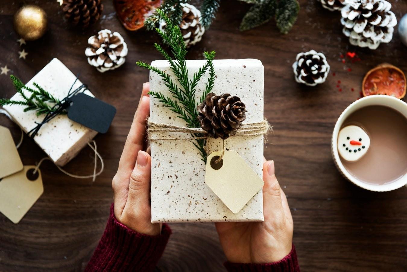 Что подарить свекрови на Новый год: 7 идей, как порадовать маму мужа