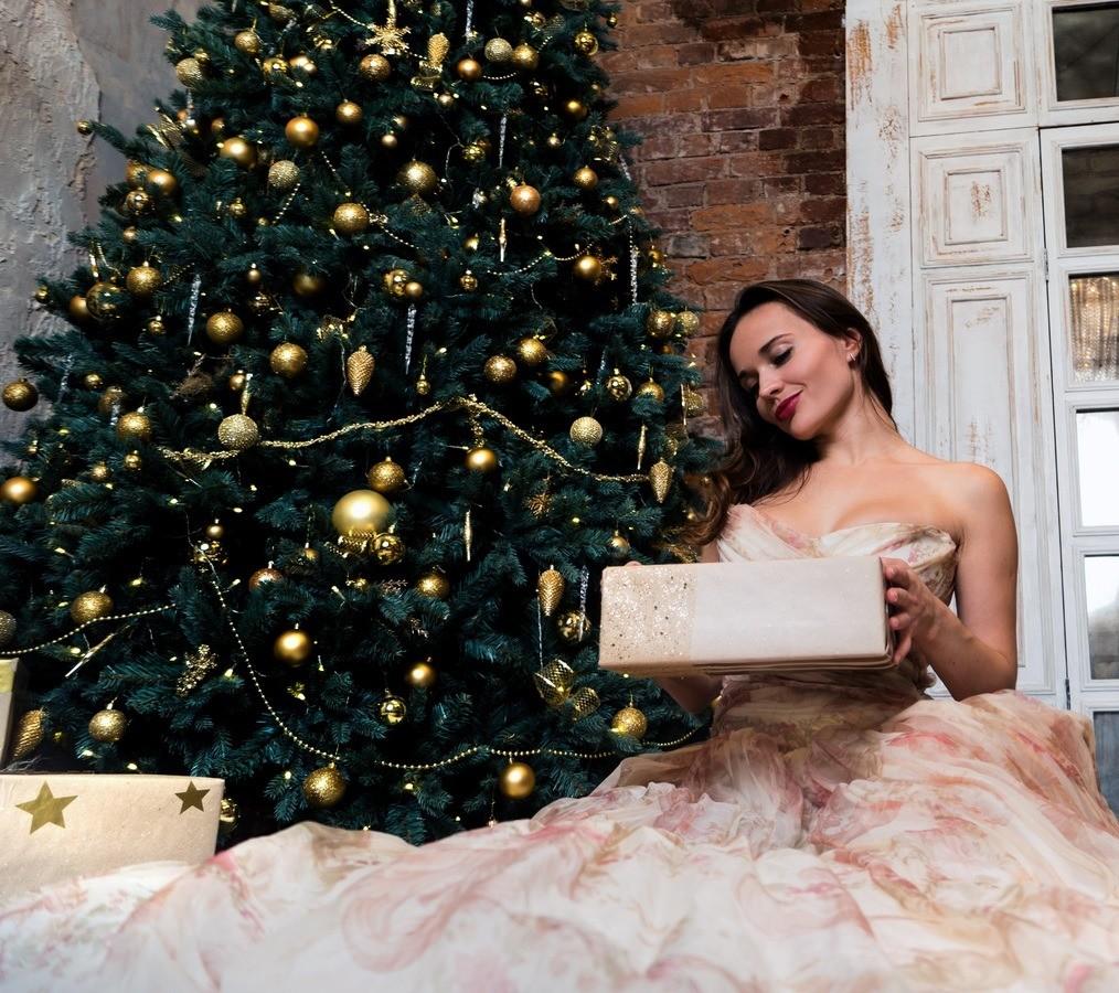 Что подарить лучшей подруге на Новый год: 11 подарков от 425 до 3400 рублей