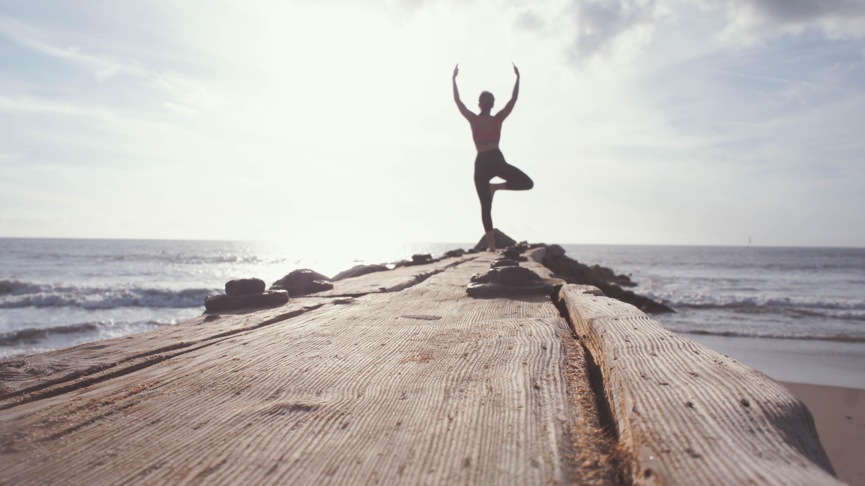 Йога для начинающих: утренний комплекс для пробуждения и бодрости