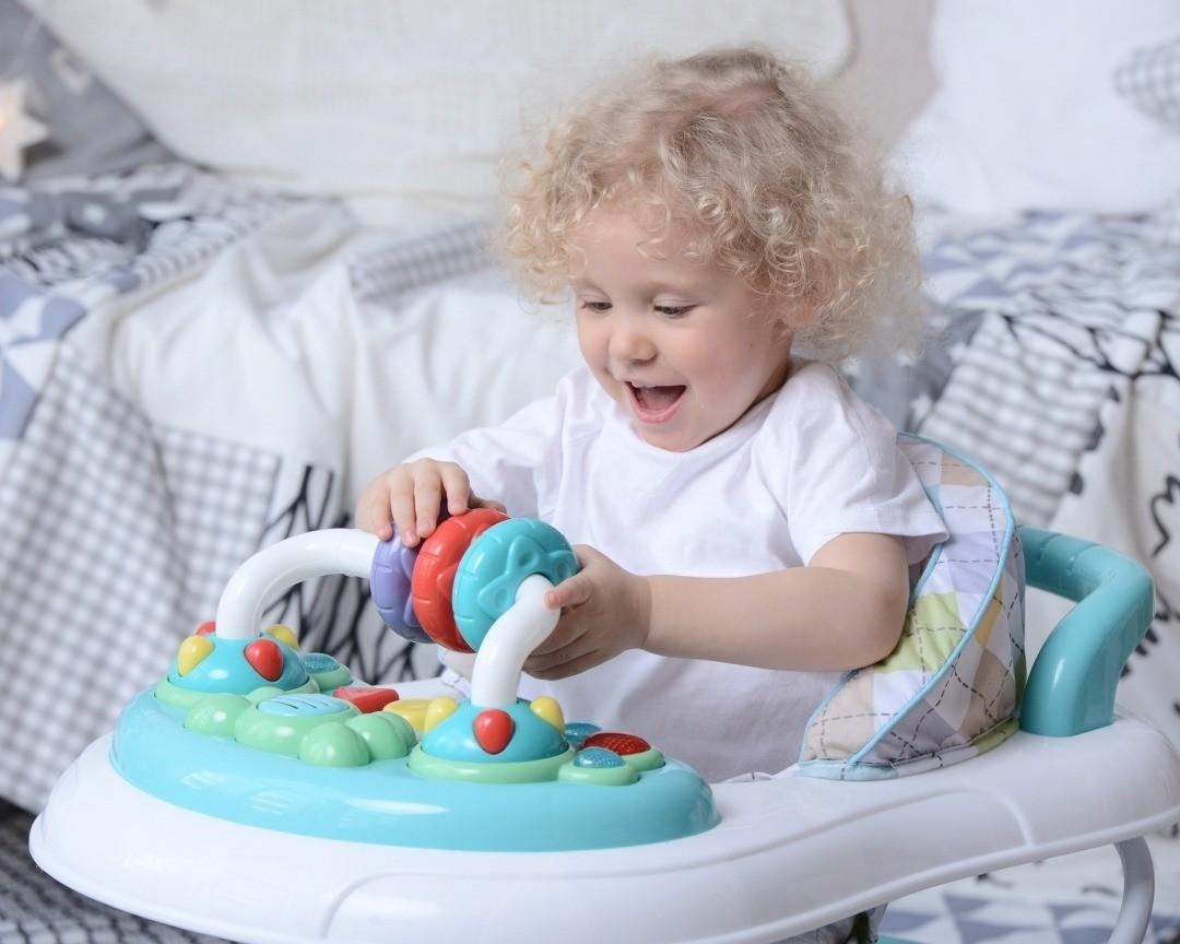 Детские ходунки: с какого возраста можно сажать ребенка