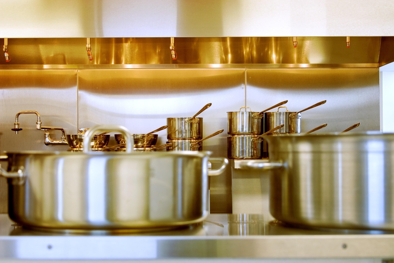 Как почистить алюминиевую кастрюлю в домашних условиях: лучшие способы