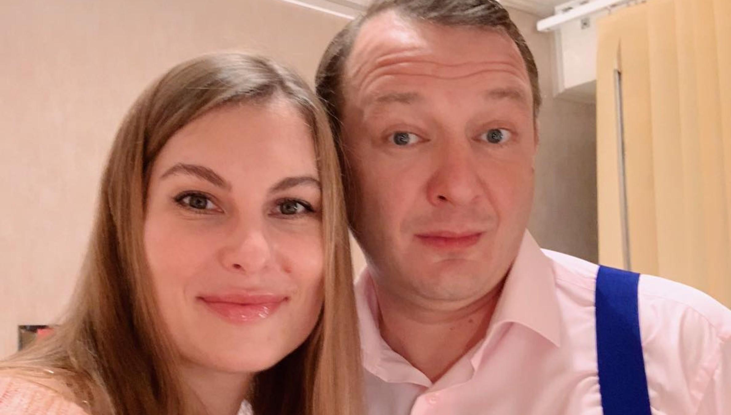 Жена Марата Башарова прокомментировала новость о том, что супруг поднял на нее руку