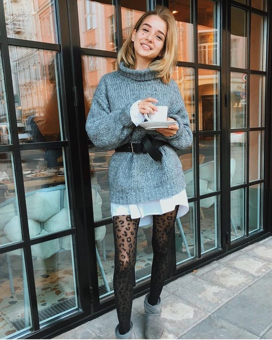 Оказывается, длятого, чтобы встретить Новый год красиво, совершенно необязательно тратить несколько десятков тысяч рублей наплатье, туфли, исумочку. Образ судлиненным свитером икоро...
