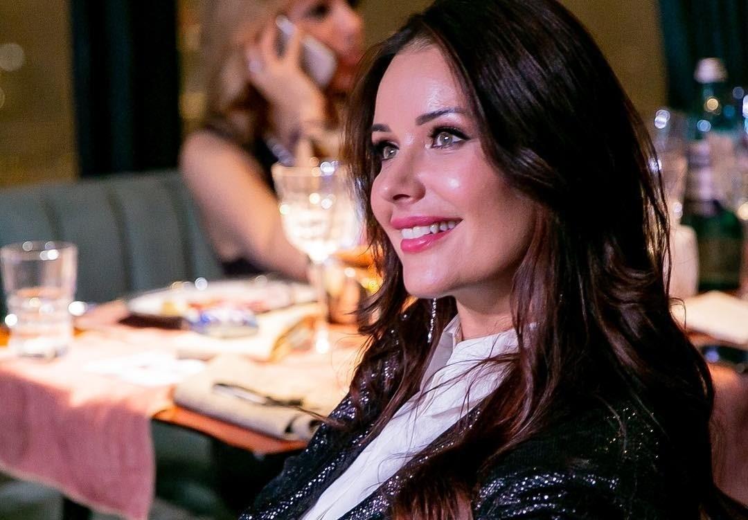 Оксана Федорова ретуширует фотографии, чтобы придать лицу сияние