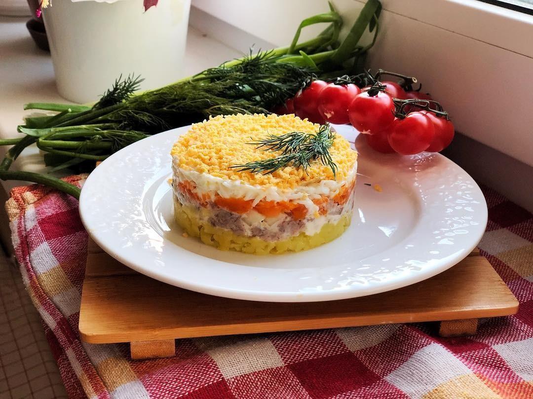 Мимоза с сыром: 6 рецептов праздничного салата для всей семьи