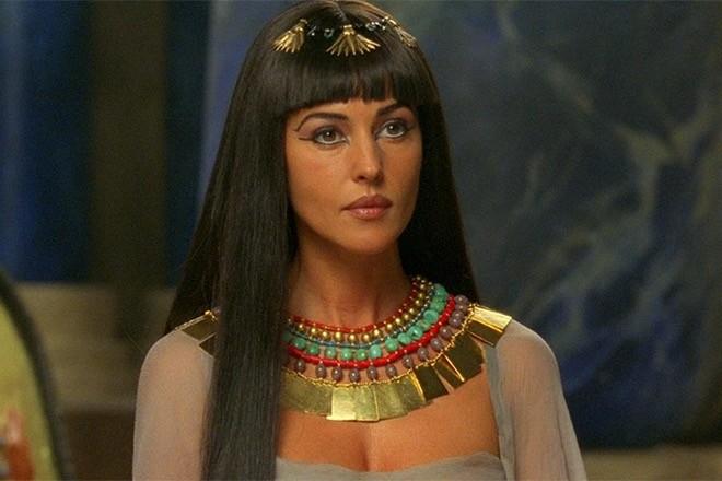 Секретом красоты египетской царицы Клеопатры называют молочные ванны с медом. Клеопатра заметила, что тепло способствует очищению пор и повышению эффективности косметических средств, поэт...