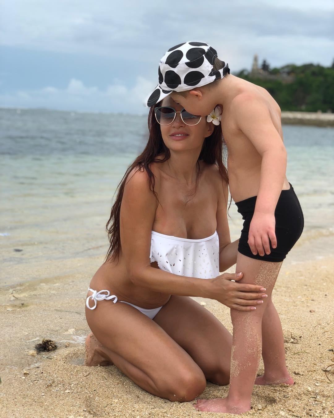Сколько дней Эвелина Бледанс пробудет на сказочном острове, неизвестно. Пока артистка наслаждается теплой погодой и проводит время с сыном. Под одним из снимков она процитировала слова Ан...