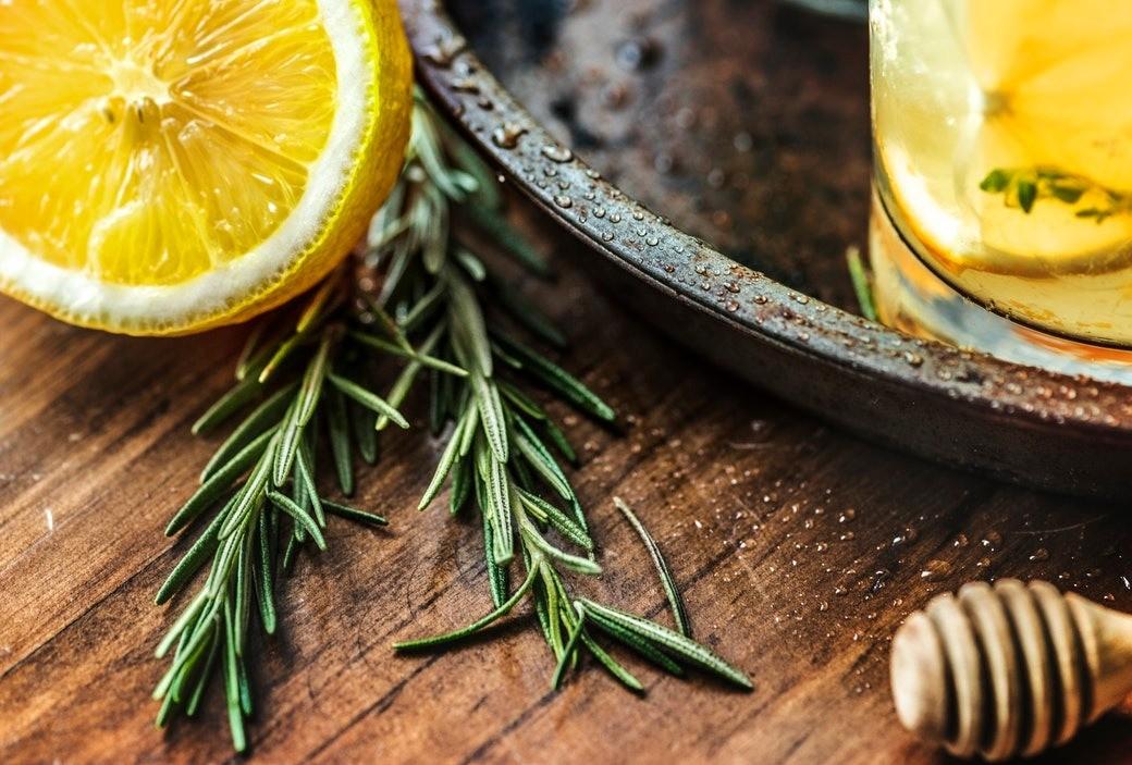 Пробиотики и масло черного тмина: 5 продуктов, которые спасут от простуды перед Новым годом