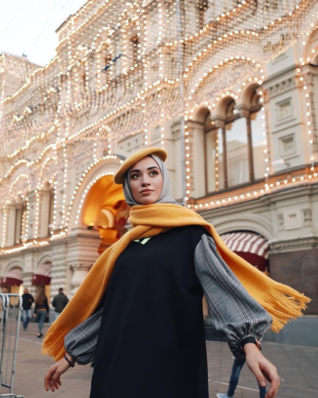 Дизайнеры стараются создавать одежду встиле «modest fashion» таким образом, чтобы она легко вписалась вгардероб любой современной девушки, выбирающей элегантность, скромность икомфорт....