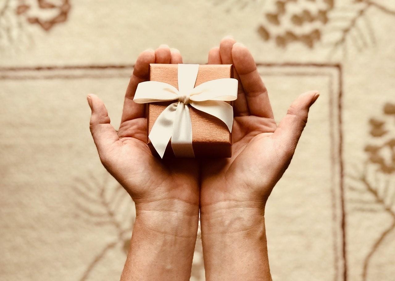 Психологический момент: зачем нам на самом деле нужны подарки?