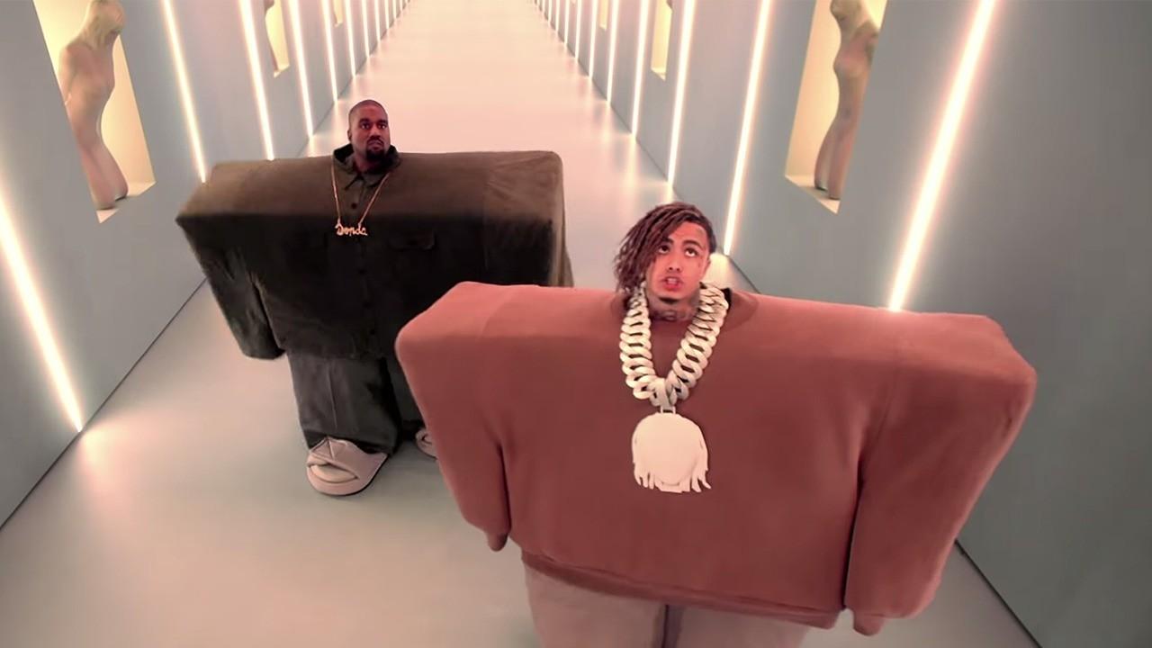 Кадр из клипа «I Love It»